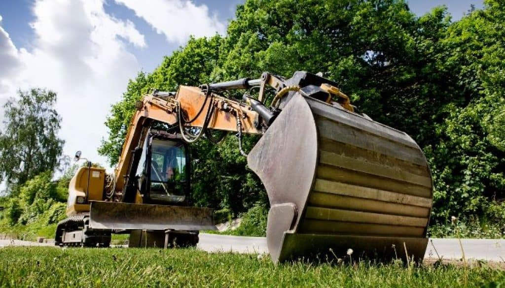 how does a towable backhoe work?
